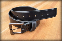 Leather belt with saddle groove black