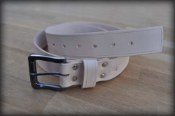 Leather belt with saddle groove natural